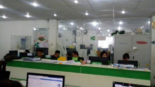 Nhân viên kỹ thuật, thiết kế in ấn tại In Kỹ Thuật Số hỗ trợ kiểm tra file in