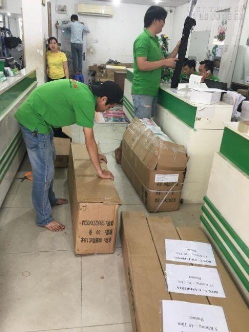 Hàng in bạt hiflex giá rẻ được đóng thùng carton cẩn thận trước khi vận chuyển đến cho khách hàng