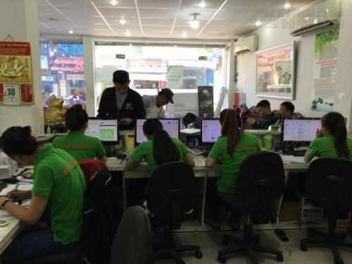 Đội ngũ nhân viên chăm sóc khách hàng, báo giá tư vấn khách đặt in bạt hiflex giá rẻ tại TPHCM