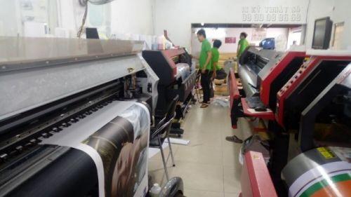 Dàn máy in kỹ thuật số khổ lớn 3m2 tại In Kỹ Thuật Số đáp ứng nhu cầu in bạt khổ lớn trong cùng một thời điểm