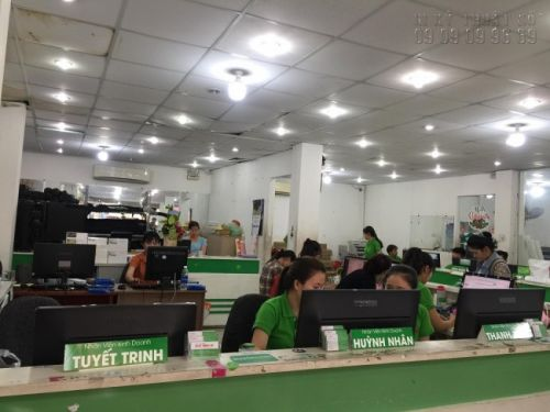 Nhân viên In Kỹ Thuật Số hỗ trợ tư vấn đặt in decal dán tại TPHCM và các tỉnh thành