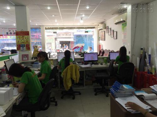 Nhân viên công ty In Kỹ Thuật Số hỗ trợ tiếp nhận yêu cầu đặt in băng rôn cổ vũ bóng đá quá email, ChatNhanh, điện thoại liên hệ