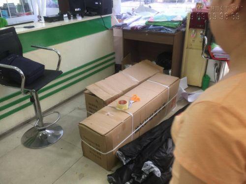 Hàng in backlit film TPHCM được đóng gói cẩn thận, xếp gọn vào thùng chờ vận chuyển đến cho khách hàng - từ In Kỹ Thuật Số