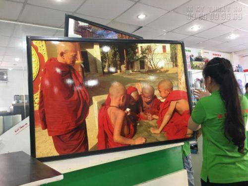 In tranh chủ đề Phật giáo đời thực với tranh ép gỗ từ In Kỹ Thuật Số