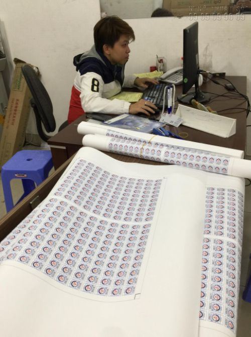 Thành phẩm in tem nhãn được in & gia công bế dạng tấm lớn tại In Kỹ Thuật Số