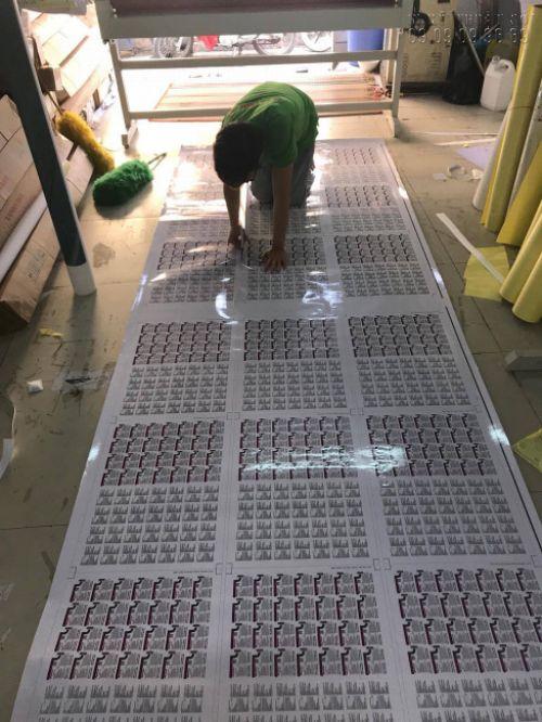 Gia công cán bóng tem nhãn hóa mỹ phẩm số lượng lớn tại In Kỹ Thuật Số