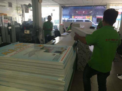 Thành phẩm in decal PP bồi formex hoàn thiện chờ giao hàng cho khách - in ấn bởi In Kỹ Thuật Số