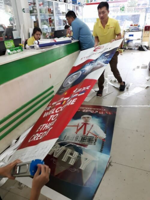 In standee - lắp banner cuốn - giá cuốn tại In Kỹ Thuật Số