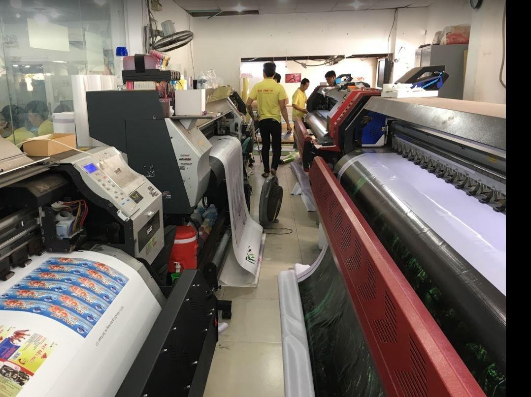Nhân viên công ty in ấn