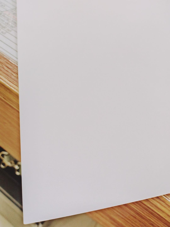 Các loại giấy in mỹ thuật được sử dụng trong in ấn các tờ rơi cao cấp. Trong đó phổ biến nhất là loại giấy Econo White.