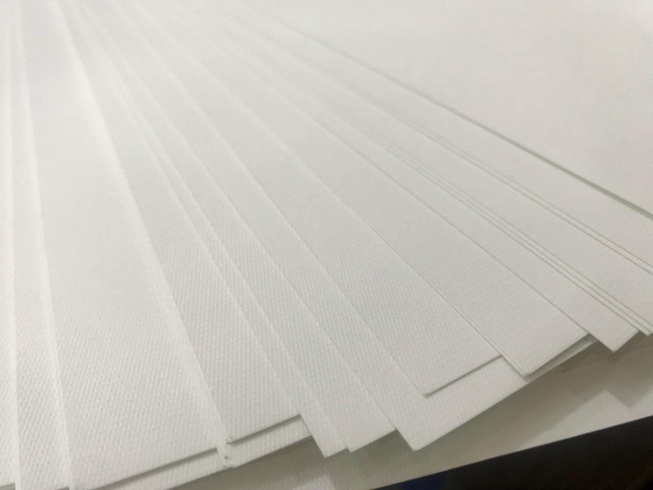 Các loại giấy mỹ thuật cao cấp cũng thường được sử dụng để in ân card visit