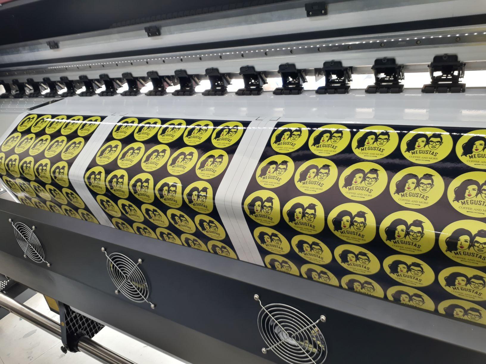 Decal được sử dụng phổ biến để làm các sản phẩm dán trang trí, làm tem nhãn dán.