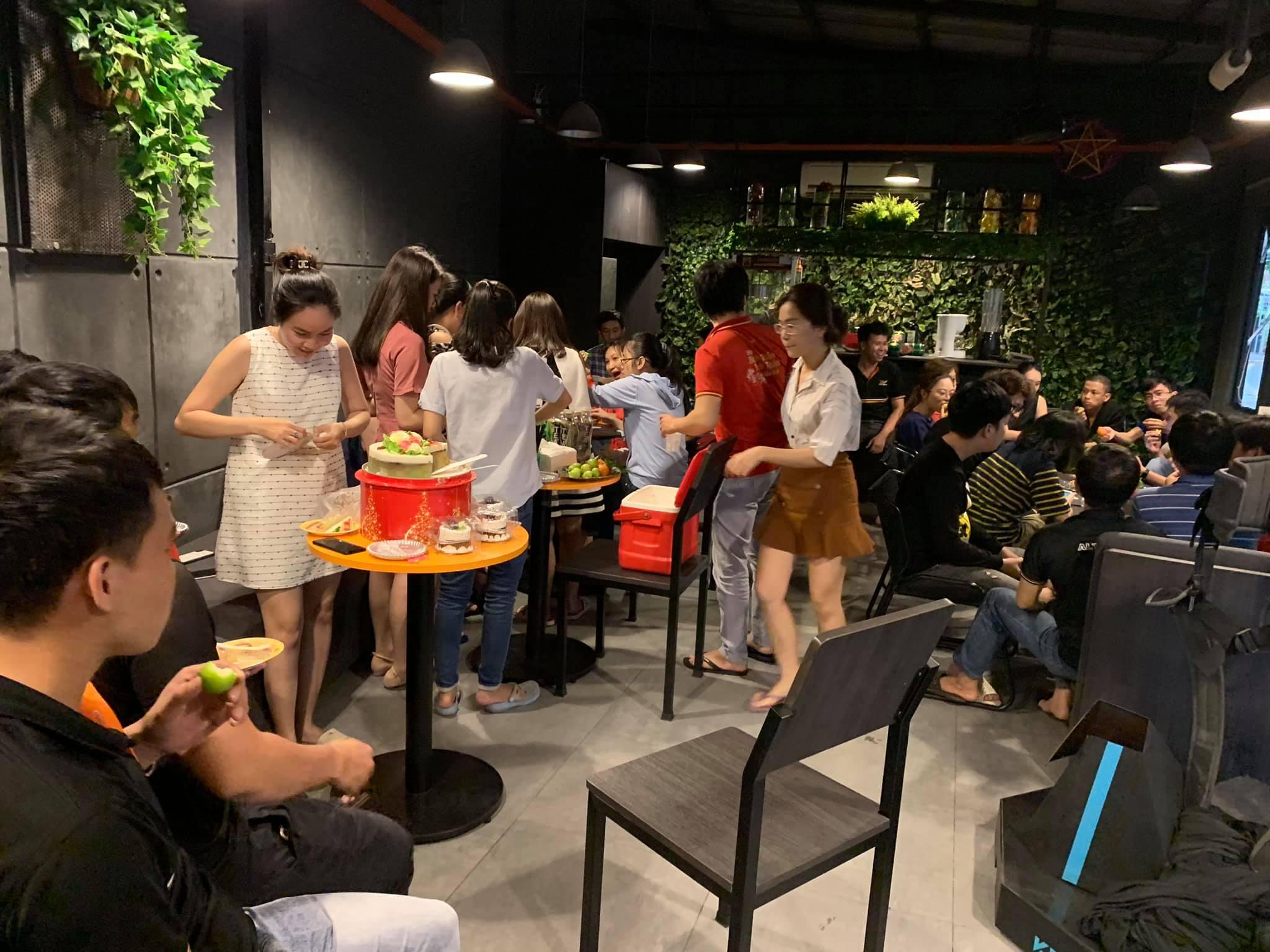Tiệc mừng sinh nhật nhân viên trong tháng của Màn hình Led Alta Media
