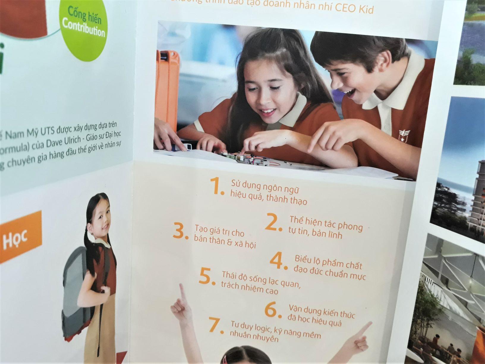 Mẫu Catalogue học đường
