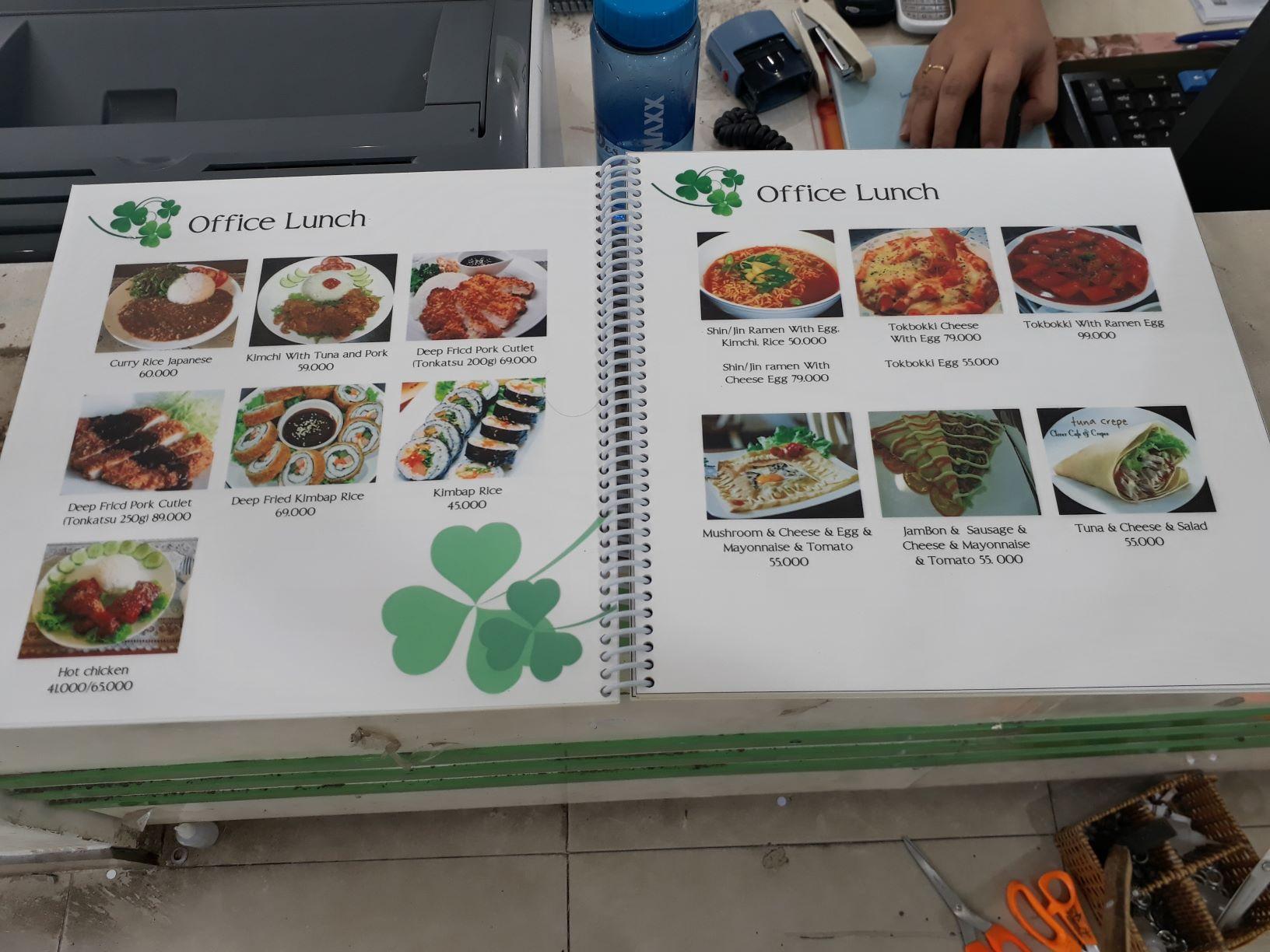Chọn loại menu thân thiện với môi tường và thể hiện bằng gam màu xanh mát là xu hướng hiện nay