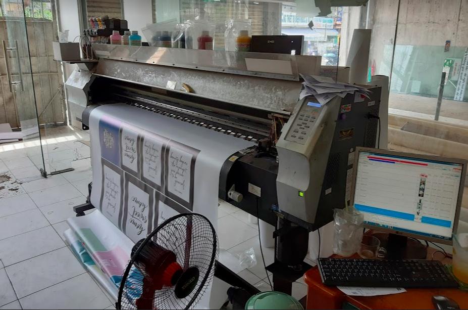 Khu vực đặt máy in tại Xưởng in decal, tem nhãn, thẻ nhựa, menu - Chi nhánh công ty In Kỹ Thuật Số