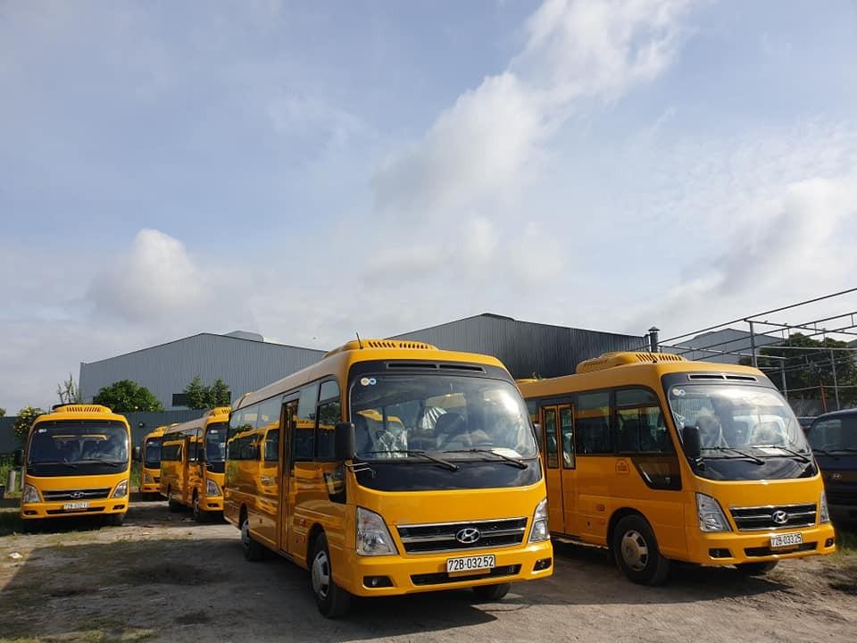 Bàn giao lô xe Hyundai County 29 chỗ màu vàng cho khách hàng ở Vũng Tàu(1)