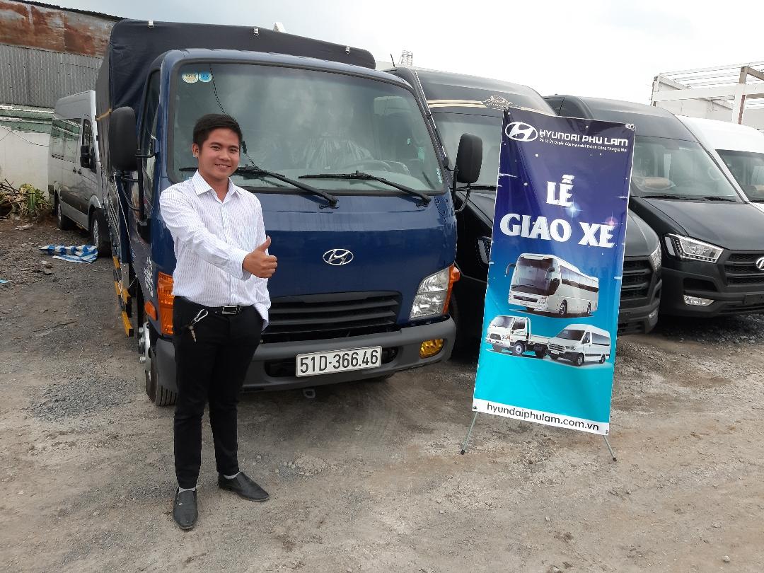 Bàn giao xe tải Hyundai N250SL 2.5 tấn cho khách hàng ở TPHCM(3)