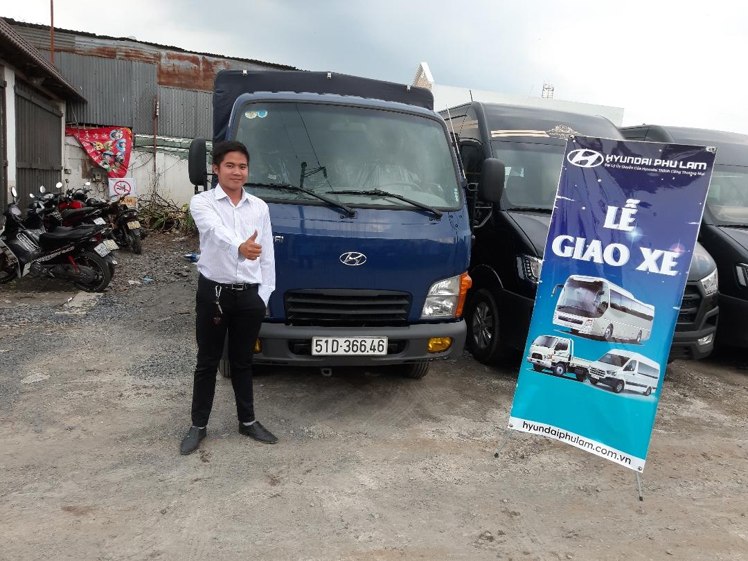Bàn giao xe tải Hyundai N250SL 2.5 tấn cho khách hàng ở TPHCM(2)