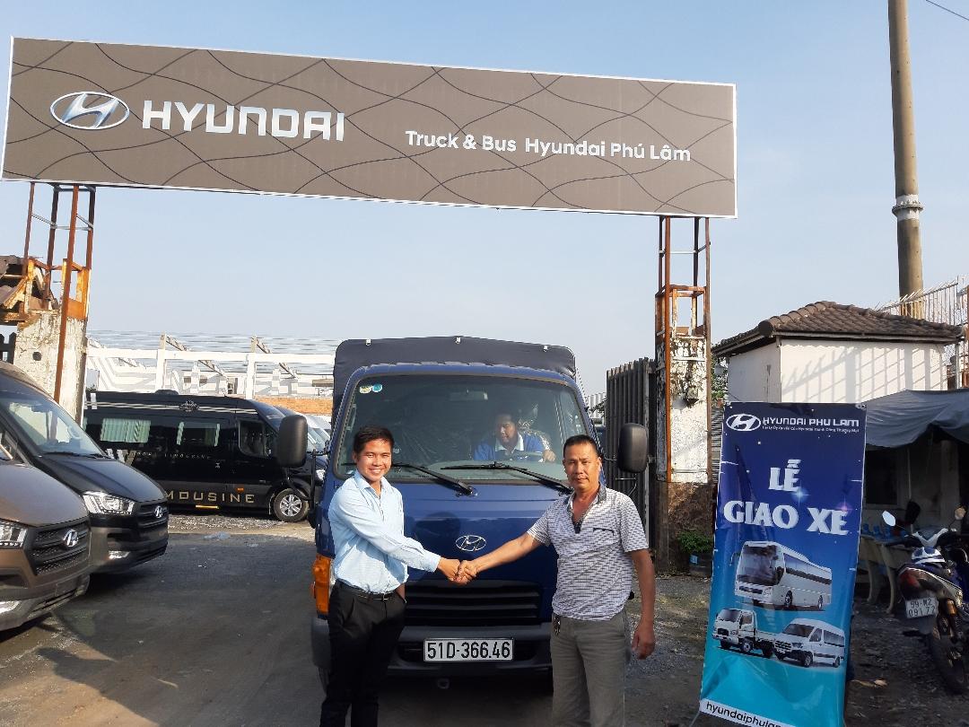 Bàn giao xe tải Hyundai N250SL 2.5 tấn cho khách hàng ở TPHCM