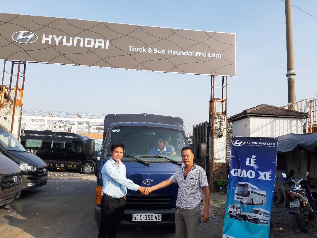 Bàn giao xe tải Hyundai N250SL 2.5 tấn cho khách hàng ở TPHCM(1)