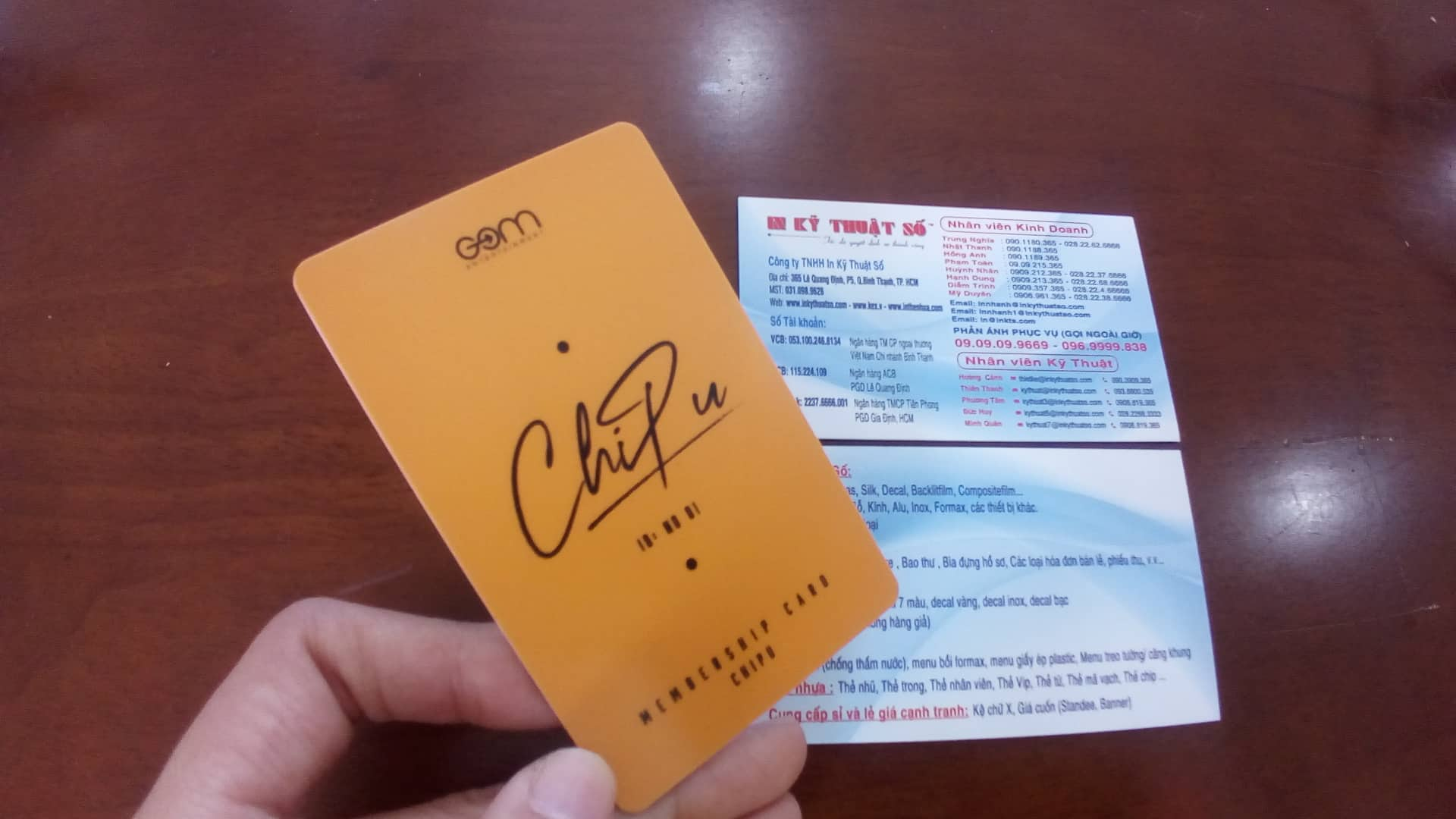 In thẻ nhựa Chi Pu