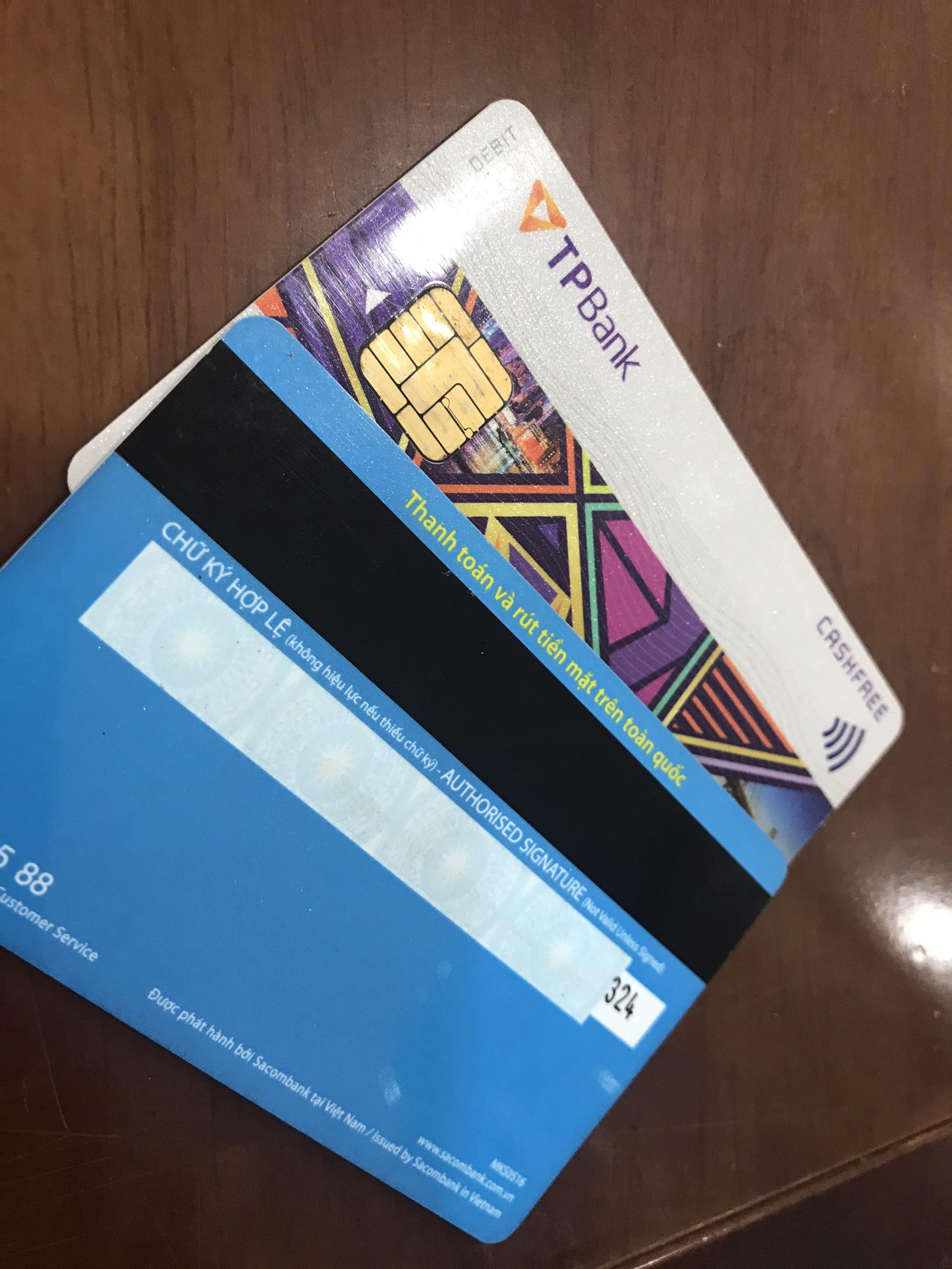 thẻ ngân hàng làm bằng chất liệu gì