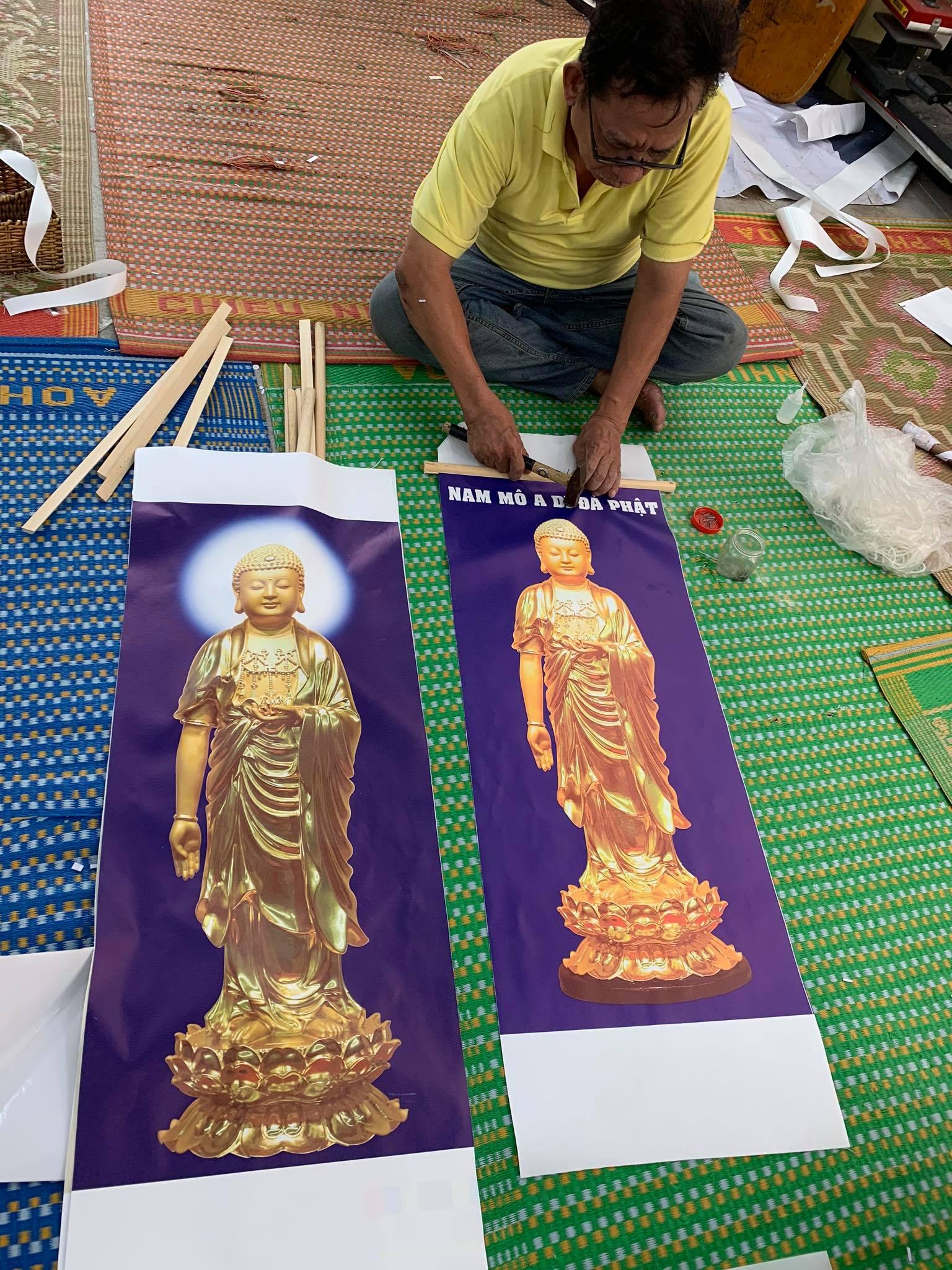 Thợ gia công đóng mành sáo tranh Phật in canvas